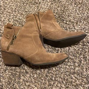 Crown Vintage Shoes - Brown pointed toe ankle boots